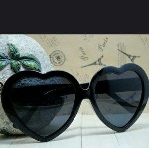 Accessories - Trendy Heart Sunglasses